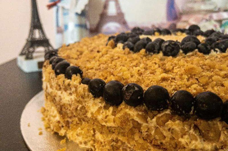 Френска Селска Торта с маскарпоне и сладко от боровинки